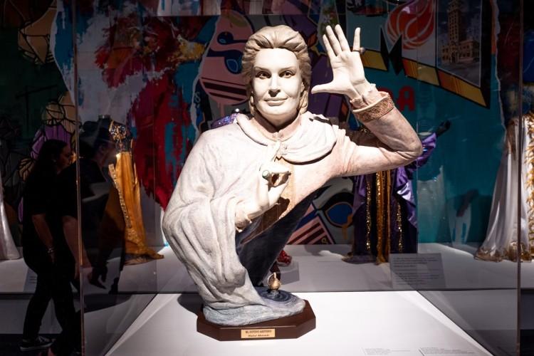 statue of Walter Mercado